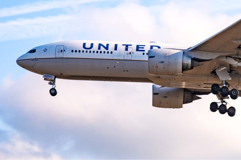 Coronavirus pushes United Airlines (UAL) to a $1.6 billion loss in second quarter