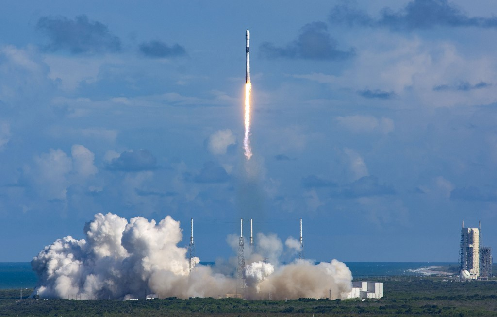 """This handout photo taken on July 20, 2020 and received on July 21 from South Korea's Defense Acquisition Program Administration shows a Falcon 9 rocket carrying the ANASIS-II satellite blasting off from Cape Canaveral Air Force Station in Florida. - South Korea's first ever military communications satellite was launched by private operator SpaceX, Seoul's defence procurement agency said on July 21. (Photo by Handout / South Korea's Defense Acquisition Program Administration / AFP) / RESTRICTED TO EDITORIAL USE - MANDATORY CREDIT """"AFP PHOTO / South Korea's Defense Acquisition Program Administration"""" - NO MARKETING - NO ADVERTISING CAMPAIGNS - DISTRIBUTED AS A SERVICE TO CLIENTS"""